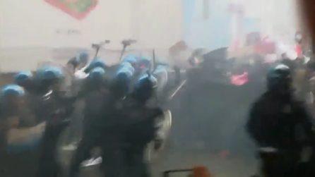 Bologna, scontro tra collettivi e polizia per il comizio di Forza Nuova