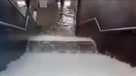 Violenta tempesta di pioggia: metropolitana allagata a Berlino