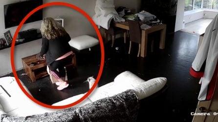 La padrona di casa installa una telecamera in soggiorno e scopre quello che fa la sua migliore amica