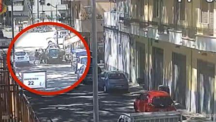 Reggio Calabria, telecamere riprendono tutto: scippo ai danni di una donna