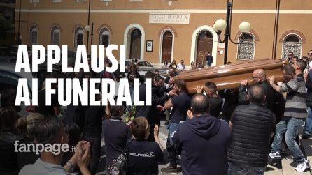 Monterotondo, lacrime e applausi ai funerali del papà violento ucciso dalla figlia