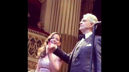 """Il meraviglioso omaggio di Bocelli a Napoli: canta """"O sole mio"""" al San Carlo"""