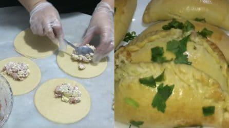 Mezzelune al forno e ripiene: un'idea sfiziosa per pranzo o cena