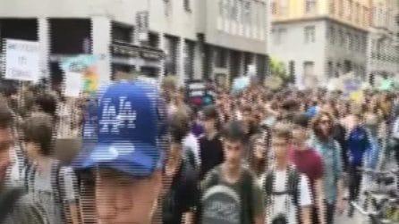 Clima, 30mila studenti in marcia a Milano contro i cambiamenti climatici