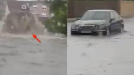 Le strade si trasformano in laghi in piena: le immagini del terribile maltempo