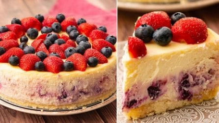 Cheesecake fragole e mirtilli: un dolce cremoso e fresco per l'estate!