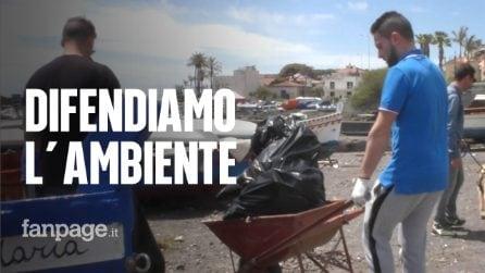 """Ambiente, i ragazzi di Acitrezza ripuliscono il porto: """"Vogliamo proteggere la nostra terra"""""""