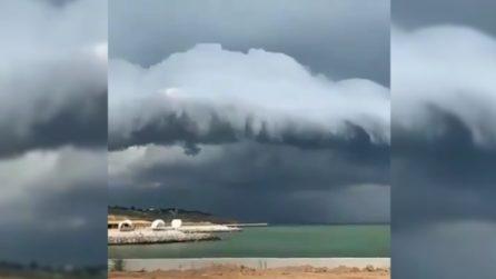 Le spaventose nuvole che si avvicinano: l'impressionante fenomeno in time lapse