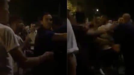 Cremona, ragazzo aggredito dai sostenitori di Salvini: le immagini del pestaggio