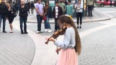 Ha solo 10 anni ma con il violino è un fenomeno: la stupenda cover di Bad Guy