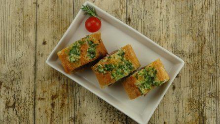 Baguette ripiena al forno: fuori croccante e con un cuore tenero di carne!