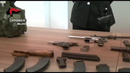 Milano, sei pistole e un kalashnikov in cantina: in manette coppia residente a piazza Prealpi