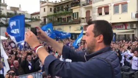 Matteo Salvini ad Aversa: sul palco, pizza e rosario