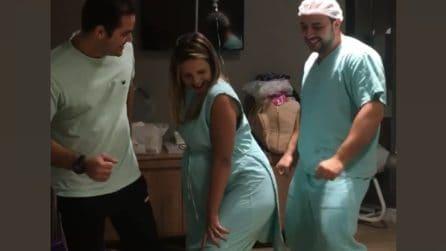 Il metodo particolare del ginecologo a pochi istanti dal parto: accade qualcosa di inaspettato
