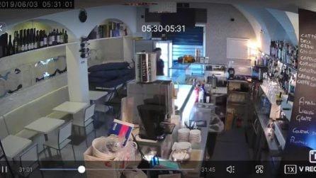 Ladri nel Soulbar di Chiaia, il proprietario pubblica il video del furto su Facebook