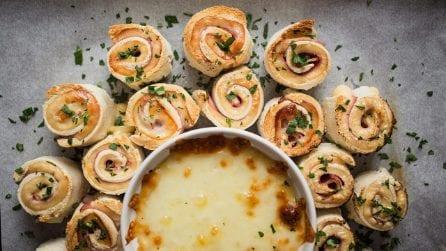 Rotolini di pancarrè con fonduta di formaggio: l'aperitivo che sorprenderà tutti i vostri amici!