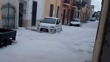 Strade imbiancate in Puglia dopo un'incredibile grandinata