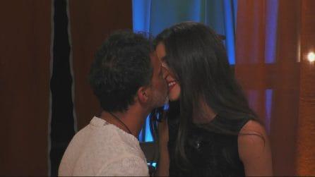 """Grande Fratello 2019, il bacio appassionato tra Kiko Nalli e Ambra Lombardo: """"Siamo fuoco"""""""