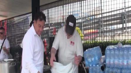 Whirlpool occupata a Napoli, arriva il pranzo per gli operai in protesta