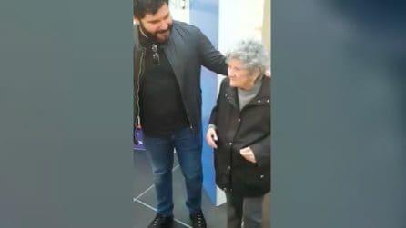 Ha 100 anni ed è pazza di Genny Savastano: l'anziana incontra il suo idolo