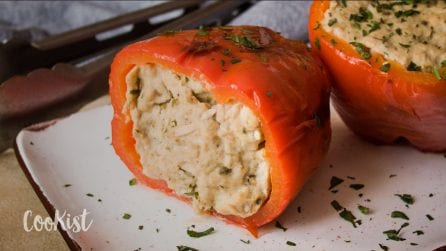 Tuna stuffed peppers: a quick and easy meal that is sure to please the whole family!
