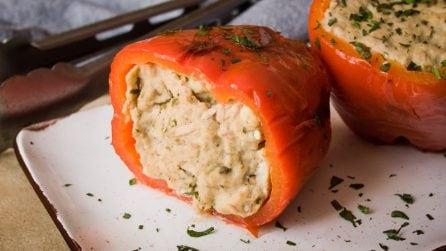 Peperoni ripieni di tonno e pane in padella: una ricetta facile e sfiziosa!