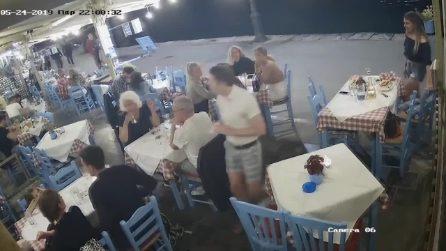 Rischia di affogare al ristorante per un boccone di traverso: salvato in extremis dal proprietario