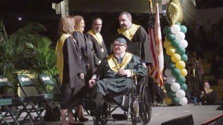 Affetto da spina bifida riesce a diplomarsi grazie all'aiuto dei medici dell'ospedale