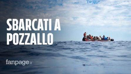 Migranti sbarcati a Pozzallo: barcone in avaria salvato dalla nave commerciale Asso 25