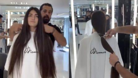 Dice addio ai suoi lunghissimi capelli: la trasformazione del look