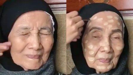 Ha 93 anni e non si è mai truccata: la nipote le fa un regalo stupendo