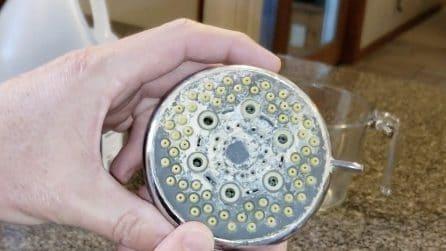 Come eliminare il calcare dal soffione della doccia: vi basterà un ingrediente
