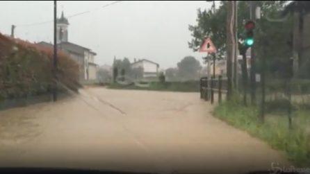 Isola Bergamasca, acqua e fango per le strade a causa del maltempo