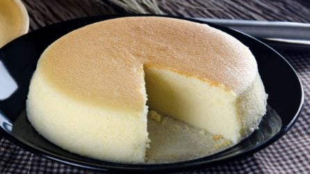 Soufflè cheesecake: just 7 ingredients for the fluffiest cake in the world!