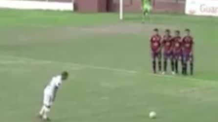 Altro che Ronaldinho: la punizione dall'effetto incredibile