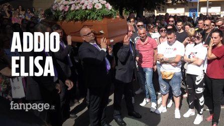 Omicidio Cisterna, l'ultimo saluto a Elisa Ciotti: palloncini bianchi e striscioni