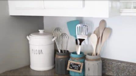 Come riutilizzare i barattoli di vetro e realizzare dei porta mestoli per la cucina