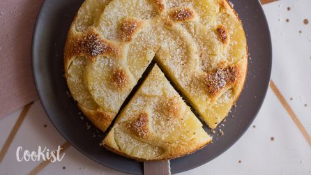 Pineapple coconut yogurt cake: fluffy, moist and full of flavor!