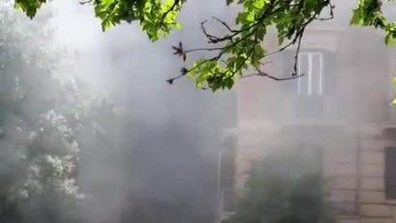 Roma, enorme incendio a piazza Mazzini: operazioni di spegnimento in corso