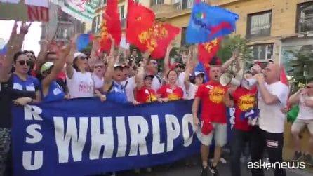 Metalmeccanici, a Napoli il corteo con operai Whirlpool in testa