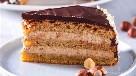 Torta al caffè con crema di nocciole: pan di spagna con una crema irresistibile