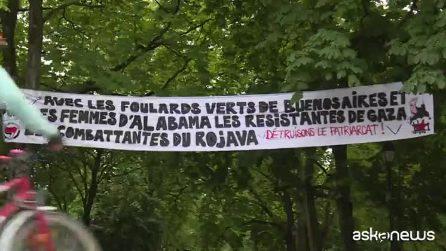 Svizzera, donne scioperano e protestano per chiedere uguaglianza