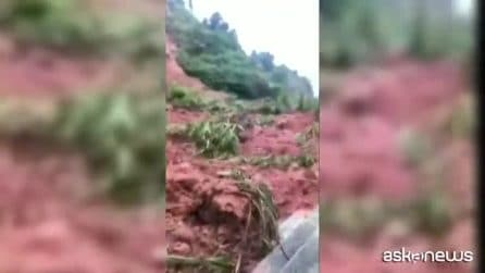 Inondazioni in Cina, le immagini scioccanti: auto e case sommerse