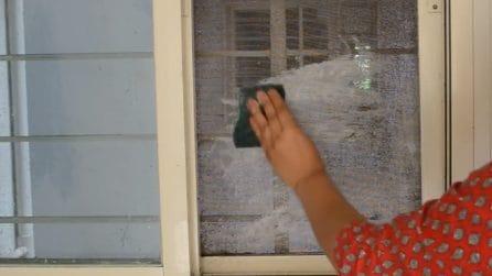 Come pulire le zanzariere: il metodo veloce e semplice