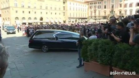 Il feretro di Zeffirelli arriva a Palazzo Vecchio a Firenze
