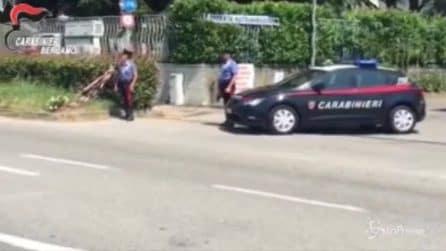 Carabiniere ucciso a un posto di blocco: i colleghi nel luogo della tragedia Terno d'Isola
