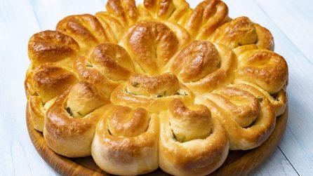 Brioche petali di fiore: soffice e delizioso, perfetto per sostituire il pane!