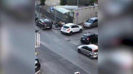 Ercolano, butta i rifiuti in strada e il sindaco pubblica il video su Facebook