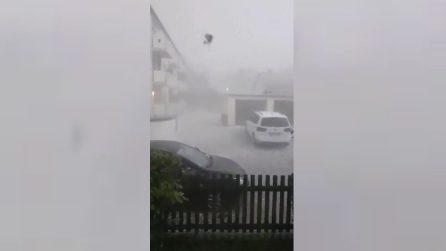 Vento e forte grandinata: le immagini della violenta tempesta