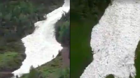 Si alzano le temperature ed ecco cosa accade sulle Alpi: una scena impressionante